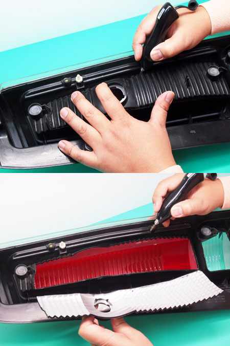 ブラック超音波カッターを使ったテールランプ殻割り方法 裏面を切る
